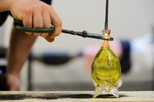 Üvegtojások készülnek kézzel Parádsasváron