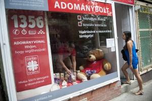 A Katolikus Karitász elsõ budapesti adományboltja