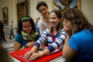 Tapintható Miró-tárlat nyílt a Szépmûvészeti Múzeumban