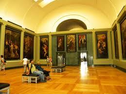 A külföldi múzeumok leghíresebbike a Louvre